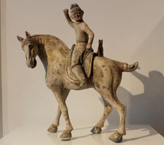 Mounted Hunter with Lynx, Early Tang Dynasty, TL-test, H. 34 cm., L 31 cm.