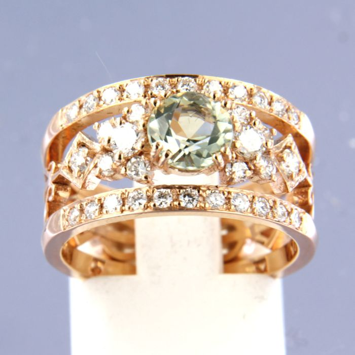 14 kt rose gold ring with central 0.80 ct green amethyst with diamonds surrounding it, approximately 0.64 ct in total
