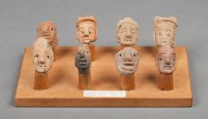 Pre-Columbian Mexican West Coast cultures pottery heads (8 pieces) on a wood base with TL test - 5 to 6 cm