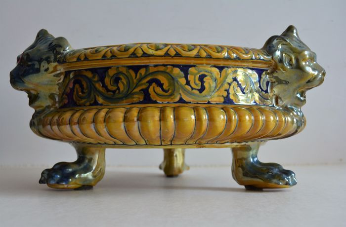Lustre painted ceramic centrepiece with neo-Renaissance style decoration. Manufacturer Luca della Robbia