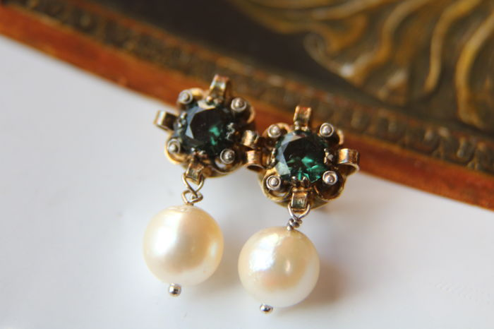 Vintage golden Earrings 585/14kt. with faceted Tourmalines hanging sea/salty Japanese Akoya round shiny pearls approx. 8mm
