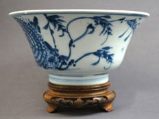 Large transitional bowl with decoration of a peony and bamboo branches, surrounded by insects, marked within double circle - China - c. 1650