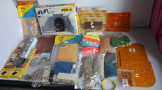 Brawa, Faller, Pola, Vollmer H0 - Scenery - Party with construction boxes, trucks, litter and lighting