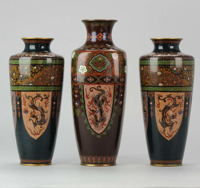 Cloisonne VAse set Garniture  - Japan - 19th century (Meiji dynasty)