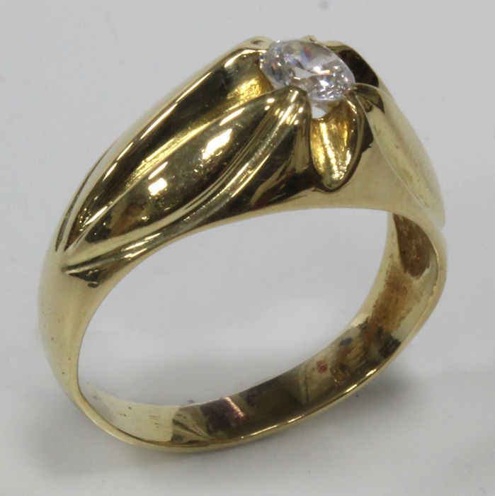 18 kt - Scalloped solitaire ring in yellow gold - Size 18.7 mm 19/59 (EU)