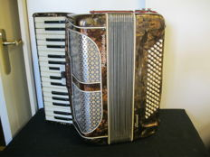 80-bass accordion without case