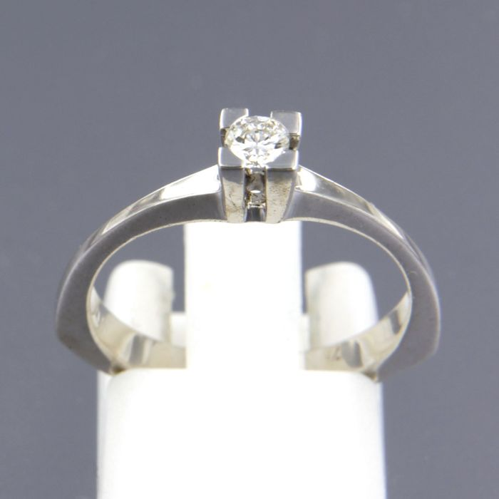 18 kt white gold solitaire ring with 0.14 carat brilliant cut diamond - ring size 17 (53)