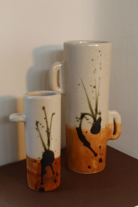 Colombe sandstone - 2 cylindrical vases