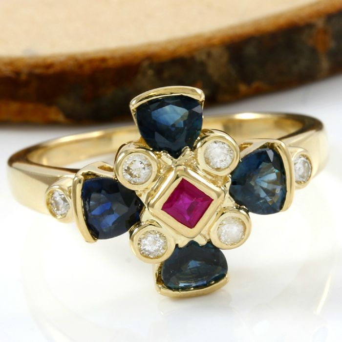 No Reserve Price - 14 kt Yellow Gold 1.00 ct Sapphire, 0.15 ct H-I, SI1-SI2 Diamond, 0.15 ct Ruby Ring; Size: 7