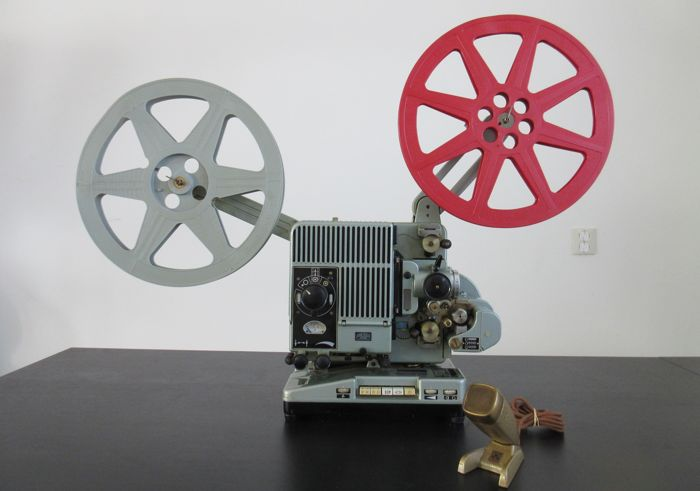 SIEMENS - 2000 16 mm Projector with a 750 w lamp in working order and with an old microphone from Grundig
