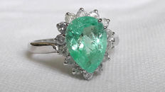 Magnificent ring in 18 kt white gold with 3.30 ct transparent emerald and diamonds totalling 0.70 ct - Italian size 17 ***No reserve***