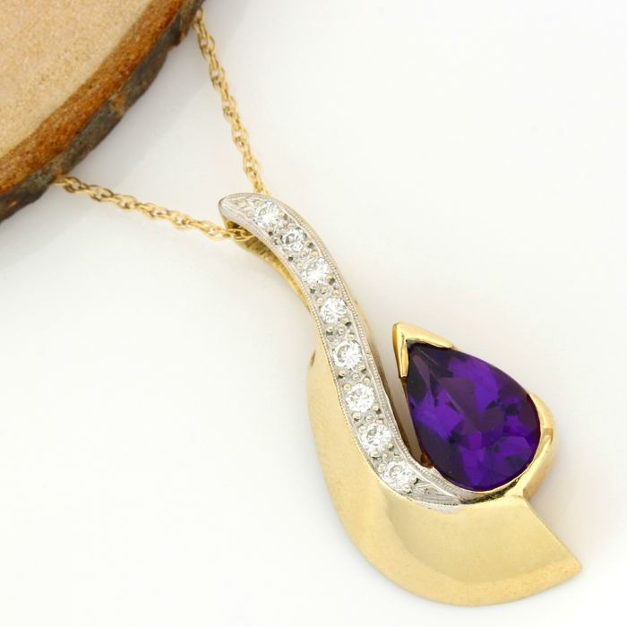 14kt Yellow Gold - 4.25 ct Amethyst, 0.25 ct H-I, SI1-SI2 Diamond Pendant Necklace - 45 cm