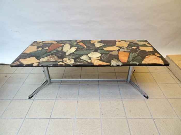 Manufacturer unknown - Rectangular coffee table with natural stone in epoxy resin top.