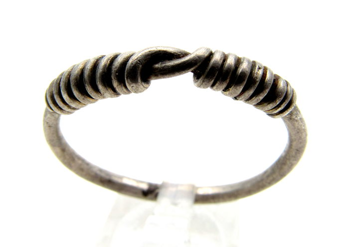 Medieval Viking period Silver Twisted Ring with Knot Bezel - Wearable - 26mm