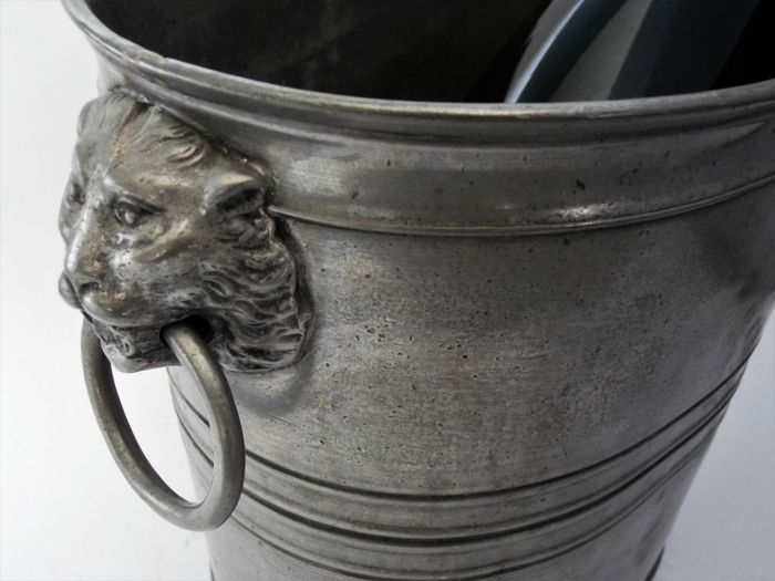 Tin Block Zin Champagne cooler with Lion's heads - Germany - half 19th  century - Catawiki