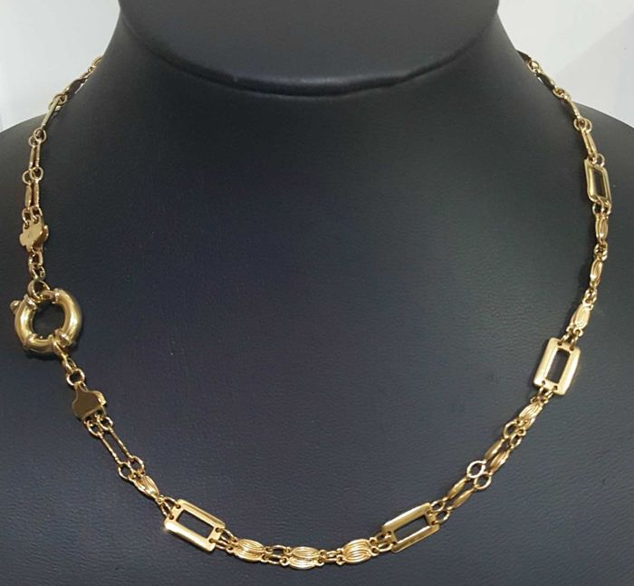 Necklace in 18 kt gold, 47.5 cm and 28.07 g.