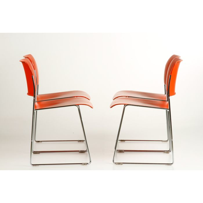 "David Rowland for Howe - 4 very original metal ""40/4"" stackable steel wire chairs in the colour orange."