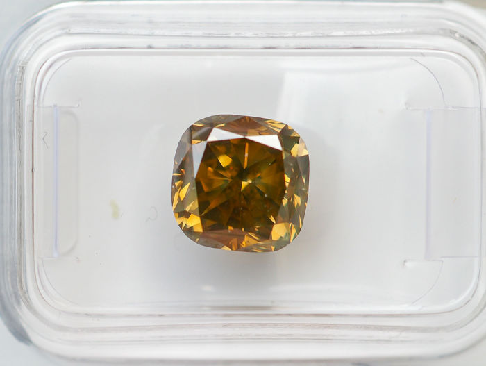 3.99 ct - Natural Fancy Diamond - INTENSE Grayish Greenish Yellow - VS2