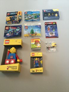 Assorted - lot of 10 exclusive LEGO items - including 30286, 30313, Toys R Us mini figure packs...