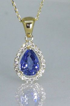 Necklace with a pear-shaped sapphire of 1.10 ct and 21 diamonds of 0.15 ct in total *** no reserve price ***