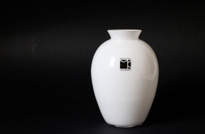 Carlo Moretti - Small white cased glass vase