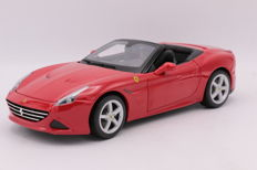 Burago - Schaal 1/18 - Ferrari California T ( Open Top ) - Color: Red