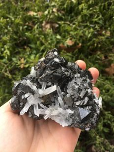 Beautiful and large Tetrahedrite crystals with quartz - 10 x 8 x 6 cm - 520 g