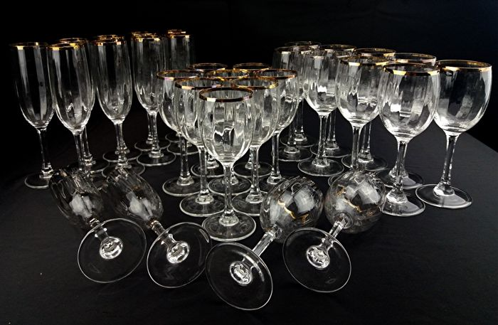 Marcello Aglieri – Crystal service of 30 glasses with gold rims