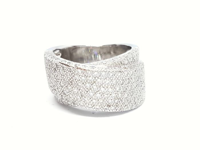 Ring - 18 kt white gold - 0.64 ct diamonds - Size: 56