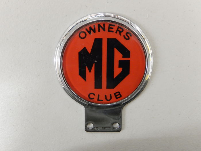 Vintage Automotif Used MG Owners Club Bright Red Version Car Badge Auto Emblem