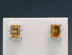 A pair of stud earrings with yellow citrines in octagonal cut and brilliants, 750 white gold --- no reserve price