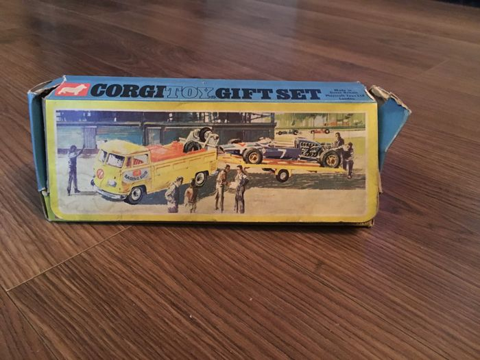 Corgi Toys Gift Set F1 - Volkswagen Breakdown Truck with Trailer and Cooper-Masarati F1