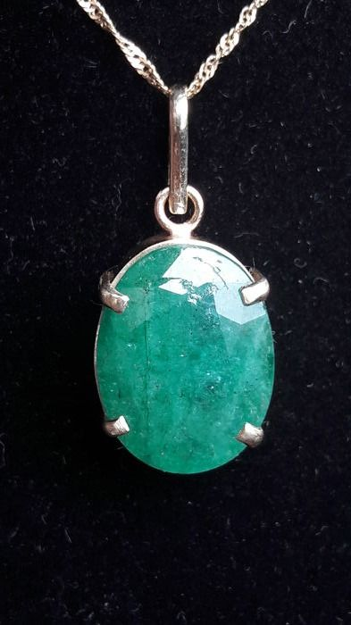 14 kt (585) gold pendant with 16 ct emerald