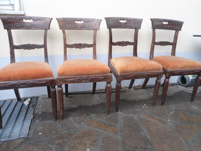 Four walnut chairs - Genoa - Italy - mid 19th century