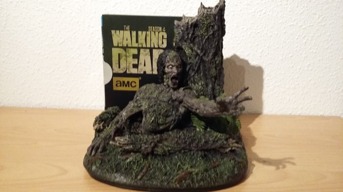 The Walking Dead - The complete fourth Season - Limited Edition TreeWalker Box Blu-ray + additional 4 seasons on Blu-ray Box