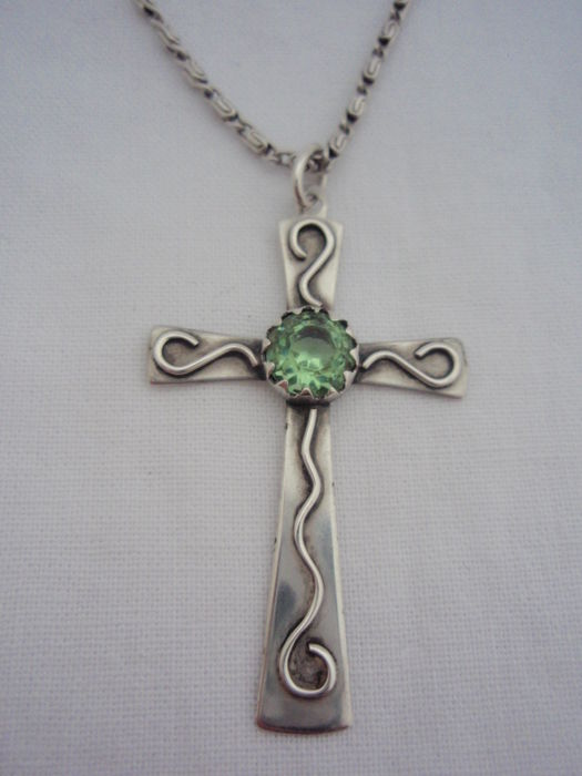 vintage 833/1000 silver cross pendant with green stone on 835/1000 silver s-link necklace with, L 42 cm and 48 mm, 7.2 g
