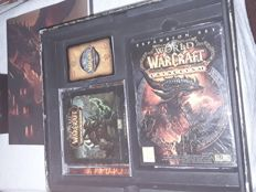 World of Warcraft full box collectors edition, The dvd and the cd are sealed.