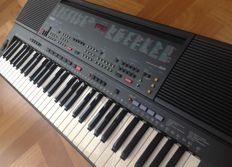 Yamaha PSR-500 - Keyboard/Arranger with 61 keys, Custom Styles and Sequencer