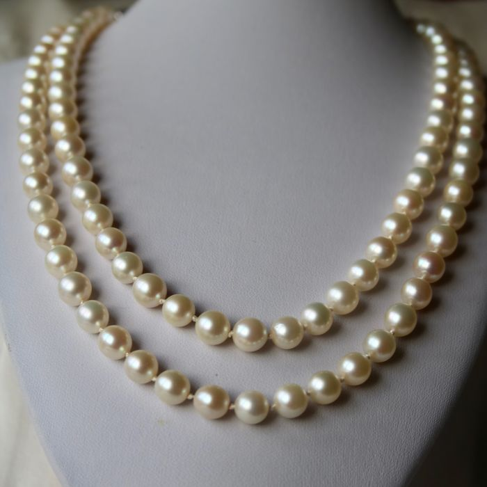 Very long or 2 row necklace 104cm and 77gr. heavy with genuine ivory white excellent Japanse sea/salt round Akoya pearls ca. 7,6-7.9mm. White gold 585 ellipse shape lock set diamonds.