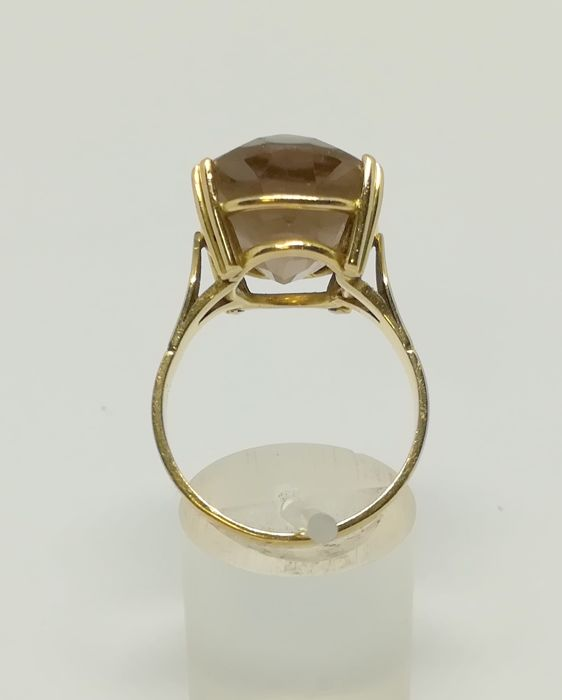 cocktail ring made of 18 kt yellow gold - fume topaz - inner size 19 mm
