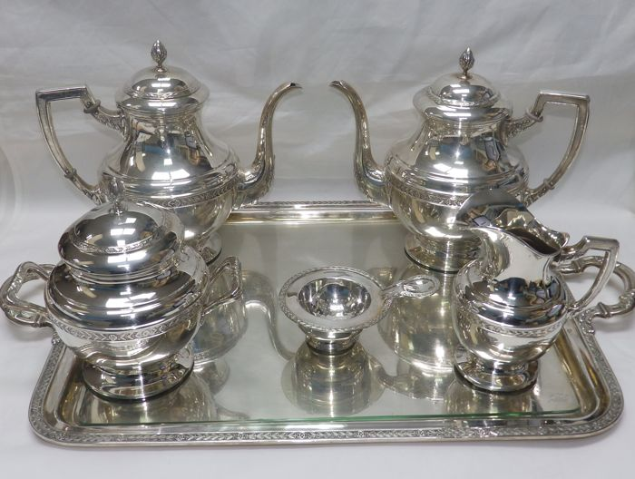 Astrain silver coffee and tea set . Spain. 20th century