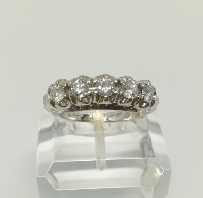 Quintuplet cocktail ring made of 14 kt white gold - with 5 diamonds totalling 1.15 ct - inner size 16.5 mm