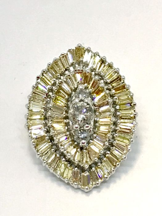 Jewel pendant in 18 kt white gold with 2.60 ct diamonds, weight: 8.22 g