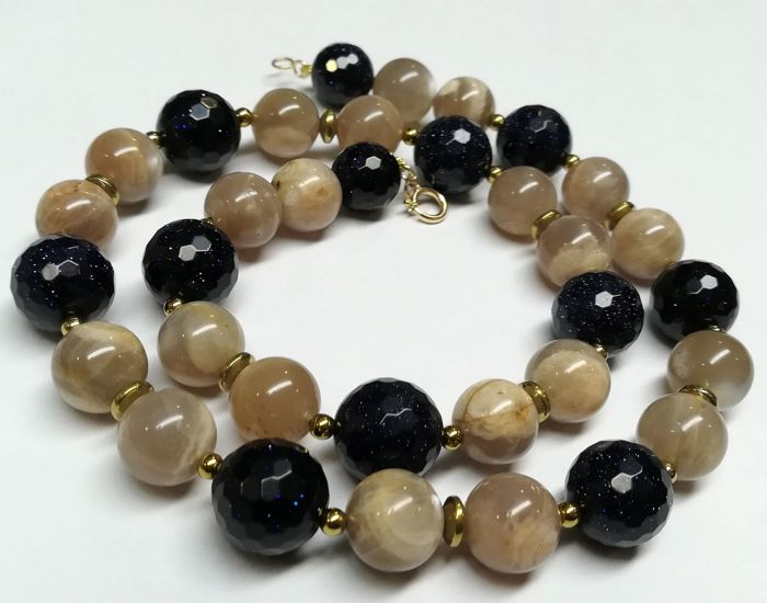 19.2 kt – Sunstone + Moonstone necklace with gold spring ring clasp