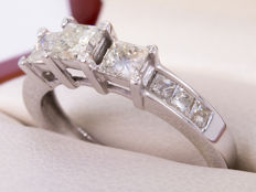 1.23 Ct - Princes Triology of Diamonds - 14k gold ring - **No Reserveprice**