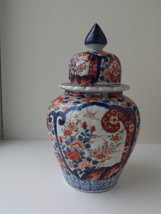 Antique Imari porcelain vase with lid - marked - Japan - Late 19th century
