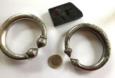 lot of 2 hollow solid silver bracelets - Eastern Myanmar - Wha ethnic group