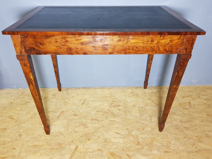 Beautiful Yew Wood Veneered Writing Desk With Drawer   England   Ca. 1800
