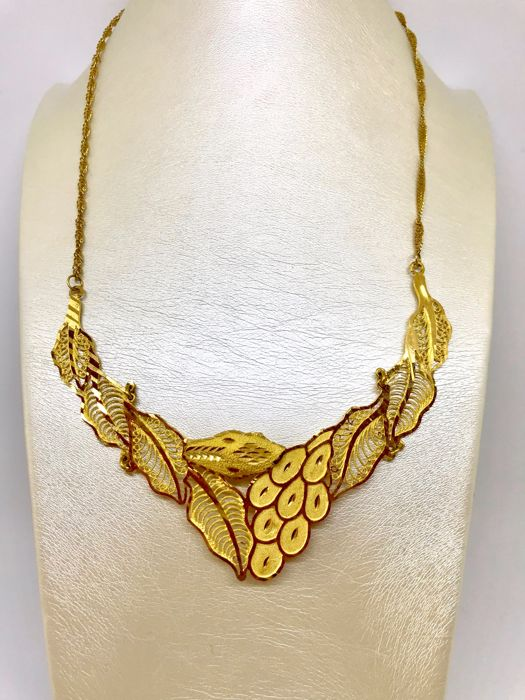 21 kt yellow gold necklace with central decoration, weight: 15.55 g