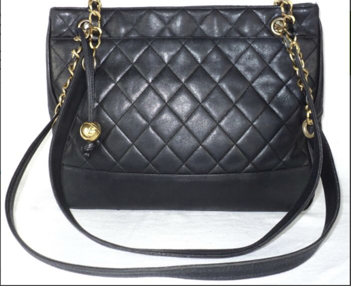 d8dd74a090 Chanel - Black Lambskin Quilted Tote bag - Vintage - Catawiki